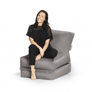 Lounge zitzak grijs premium vrouw